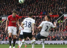 466402768-michael-carrick-of-manchester-united-scores-gettyimages[1]
