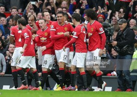 469481756-chris-smalling-of-manchester-united-gettyimages[1]
